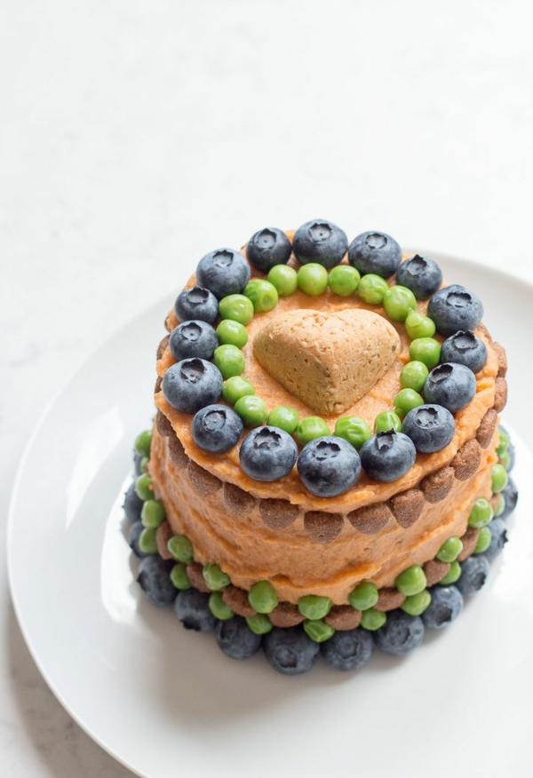 recette gâteau d'anniversaire pour chien décoration fruits de forêt