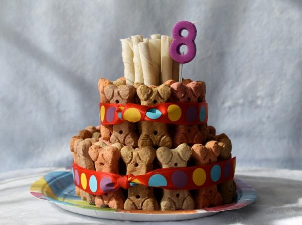 recette gâteau d'anniversaire pour chien fait de biscuits