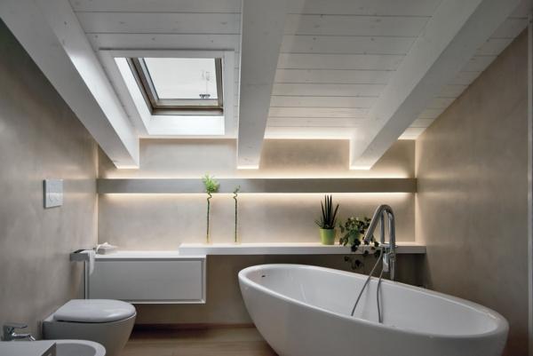 salle de bain sous comble baignoire ovale patine murale vénitienne