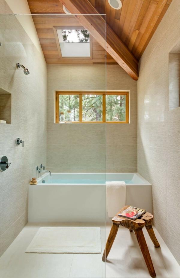 salle de bain sous comble carreaux texturés plafond en bois