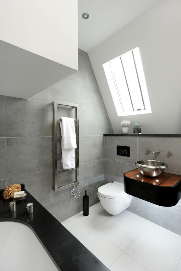 salle de bain sous comble carrelage gris sol blanc