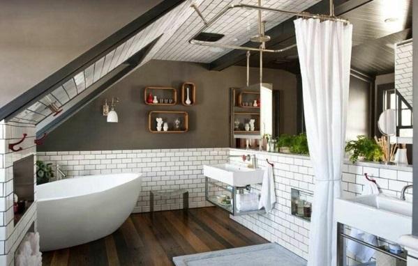 salle de bain sous comble demi-mur en carreaux métro Cotto éviers en porcelaine et en acier inox