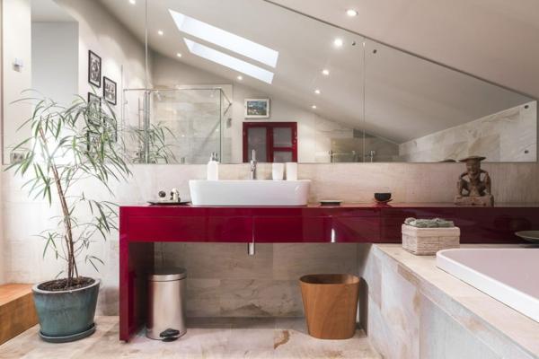 salle de bain sous comble mobilier rouge sol carreaux de marbre