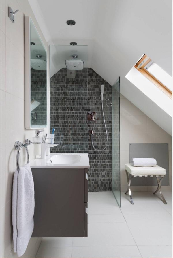 salle de bain sous comble mur de tuiles anthracite douche dalles blanches sol