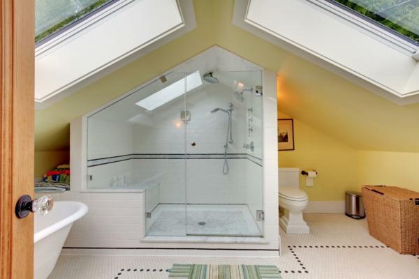 salle de bain sous comble murs jaunes espace de douche séparé carrelage blanc