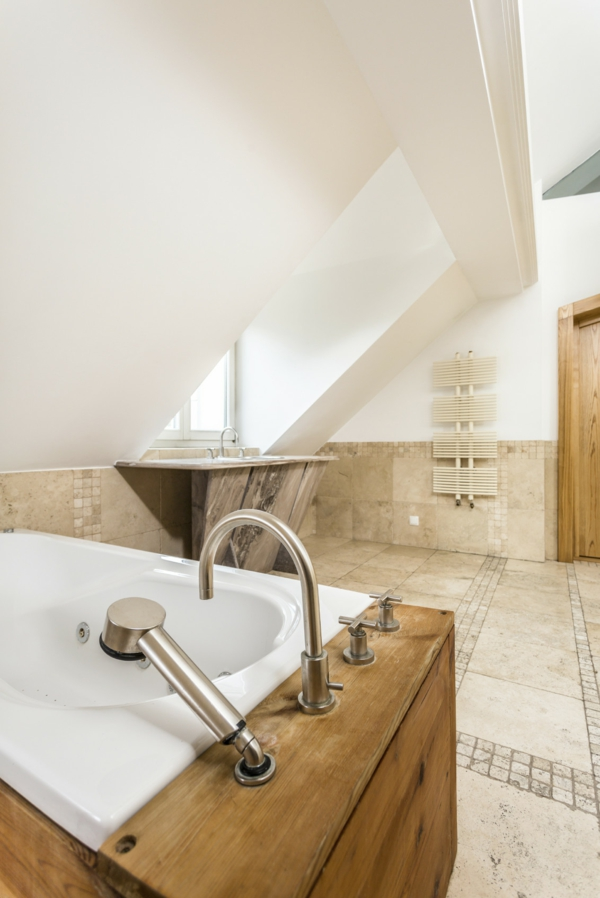 salle de bain sous comble style rustique chic carrelage effet vieilli