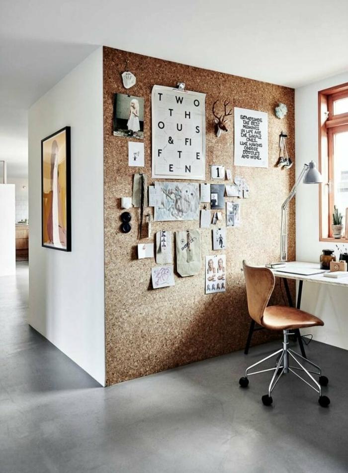 tableau de visualisation en liège sur un mur