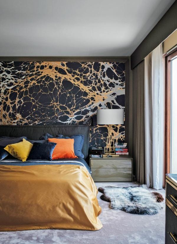 tendances chambre 2020 couverture de lit jaune mur d'accent coussins décoratifs