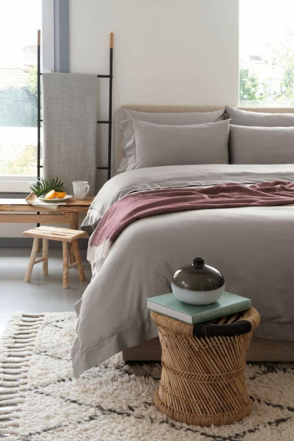 tendances chambre 2020 linge de lit en gris-beige tabouret en rotin