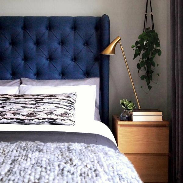 tendances chambre 2020 matières naturelles tête de lit en bleu royal
