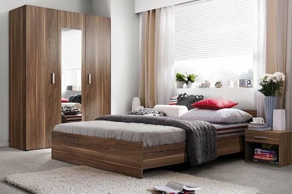 tendances chambre 2020 mobilier en bois massif tapis shaggy