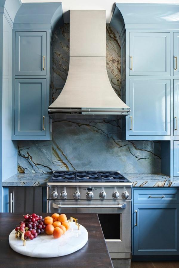 tendances crédence cuisine marbre bleu aux veines dorées