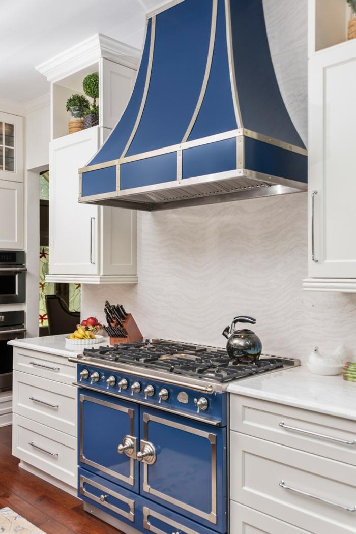 touche de bleu cuisine bleu classique pantone couleur de l'année 2020