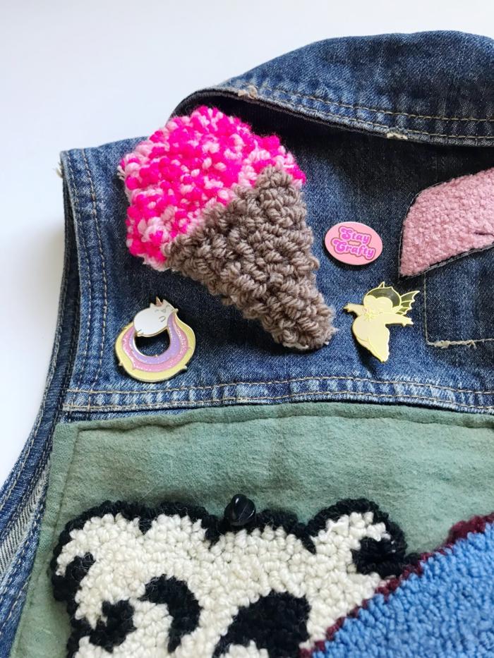 transformer les vêtements en jean avec le punch needle tuto