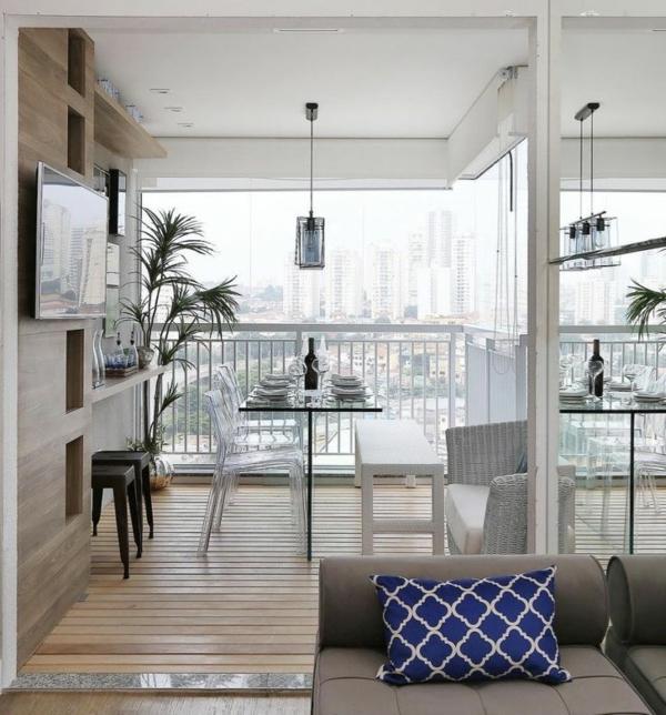 Tendances salle à manger 2020 loggia chaises transparentes banc