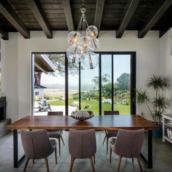 Tendances salle à manger 2020 table en bois et métal lustre industriel