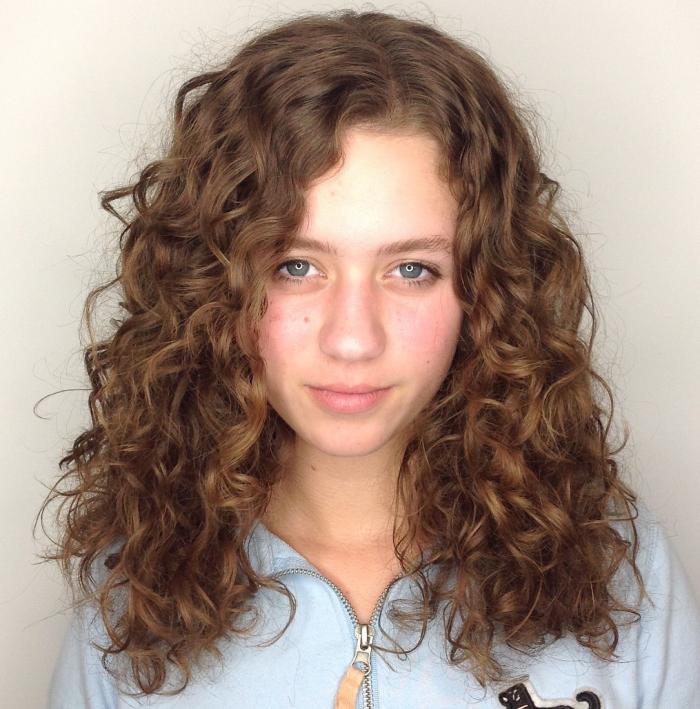 coupe cheveux bouclés boucles lâches 16