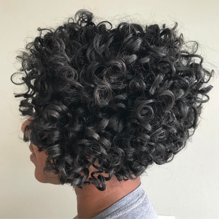 coupe cheveux bouclés faire ressortir les cheveux