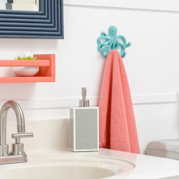 home staging salle de bain touche de couleur