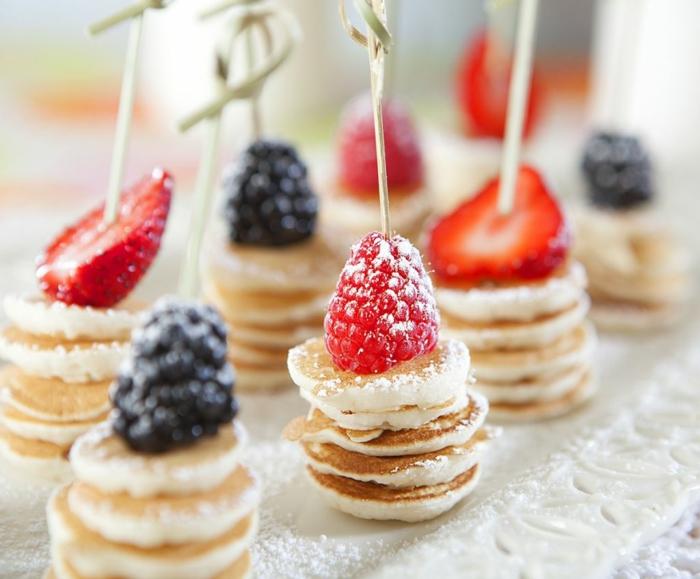 mini pancakes brochettes idée originale de brunch de pâques