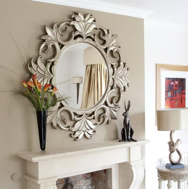 miroir décoratif mural au-dessus de la cheminée