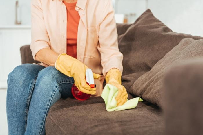taches sur le canapé Oosouji art japonais de nettoyer son intérieur