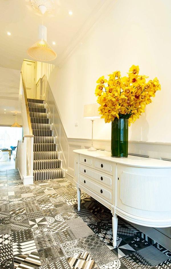 tendance déco 2020 couloir blanc carreaux de sol style patchwork