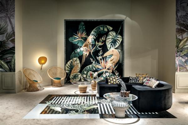 tendance déco intérieur biophilie salon panneau mural aux motifs végétaux et animaux mobilier en rotin