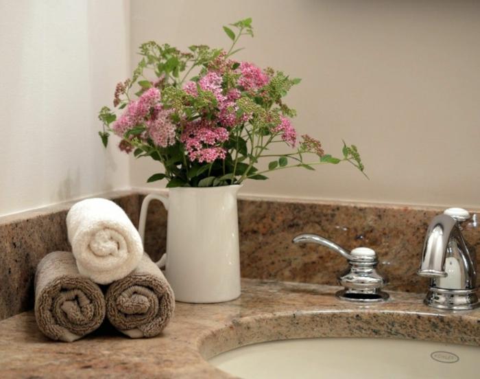 vase de fleurs accessoires idée home staging salle de bain