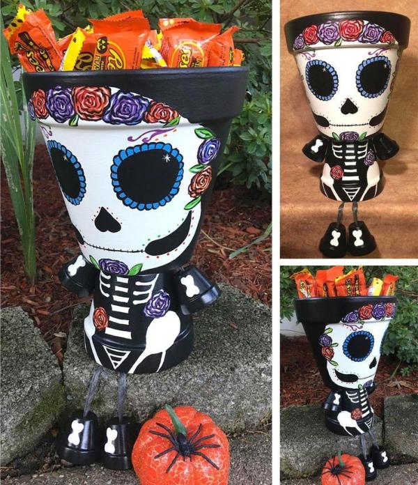 bricolage jardin avec des pots en terre cuite crâne méxicain halloween