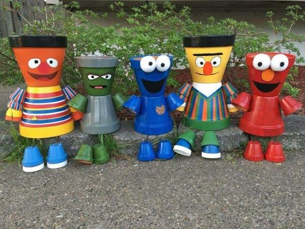bricolage jardin avec des pots en terre cuite les muppets
