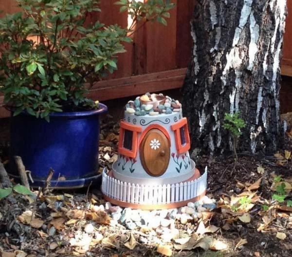 bricolage jardin avec des pots en terre cuite maison de fée