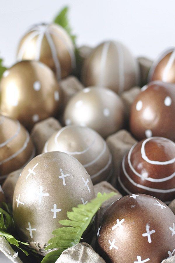 chasse aux oeufs de Pâques à l'effet métallique