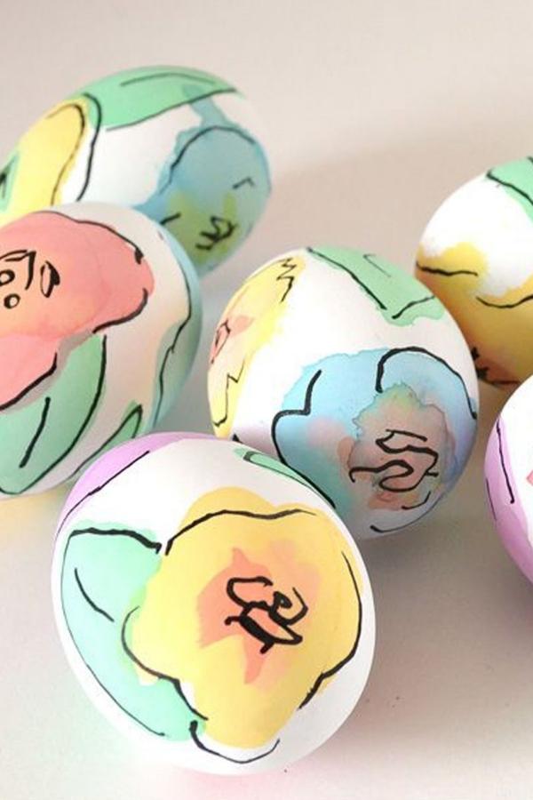 chasse aux oeufs de Pâques dessiner des fleurs