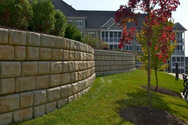 construire un mur de soutènement forme circulaire jardin