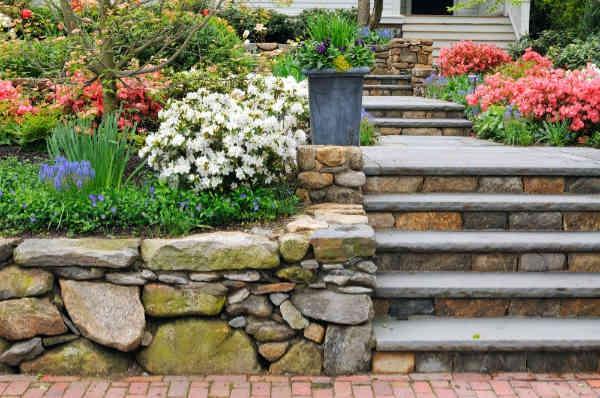 construire un mur de soutènement jardin matériaux