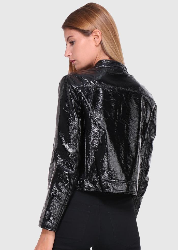 cuir laqué modèle court en noir