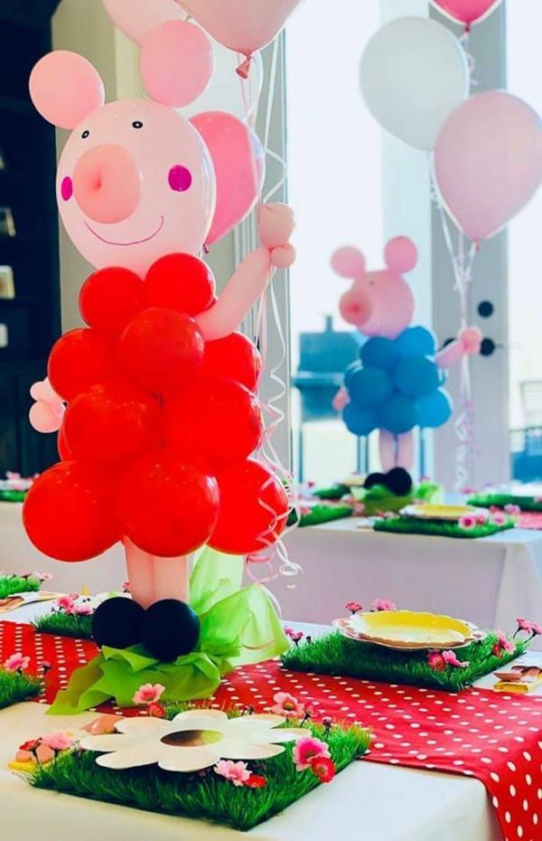 déco anniversaire peppa pig avec des ballons