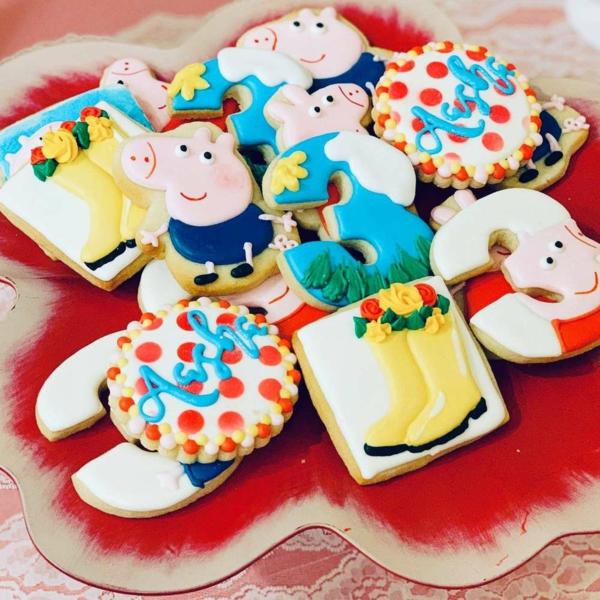 déco anniversaire peppa pig biscuits au glaçage