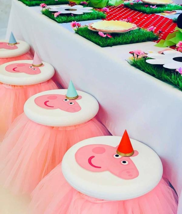 déco anniversaire peppa pig chaises décorées