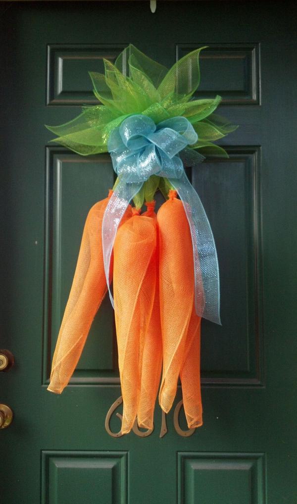déco de pâques extérieur et jardin carottes en filet