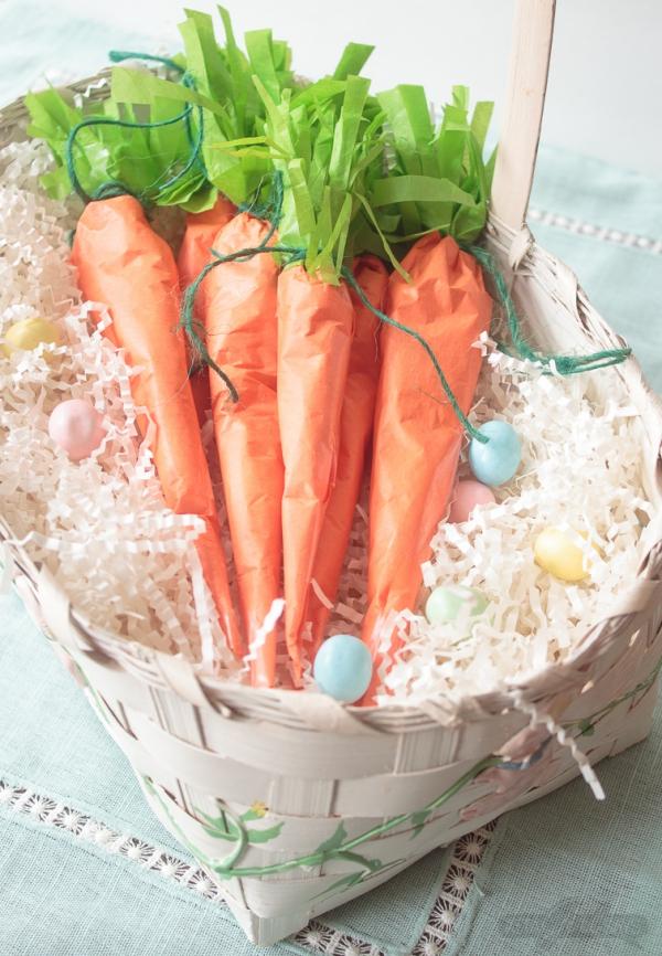 déco de pâques extérieur et jardin carottes en papier