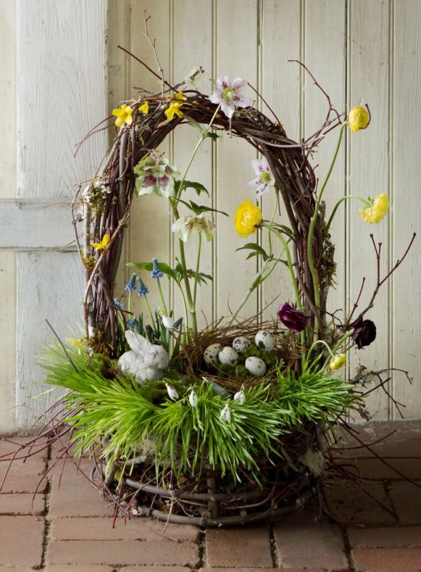 déco de pâques extérieur et jardin corbeille pleine de fleurs