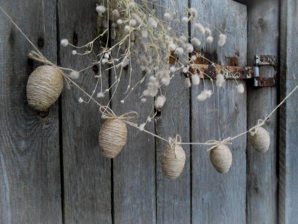 déco de pâques extérieur et jardin guirlande oeufs en ficelle