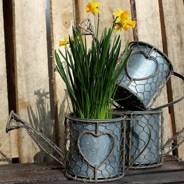 déco de pâques extérieur et jardin jardinière recup