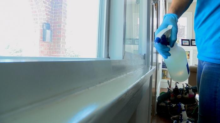 désinfecter avec un spray antibactérien
