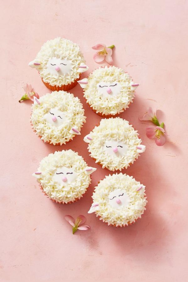 dessert de Pâques cupcakes d'agneaux