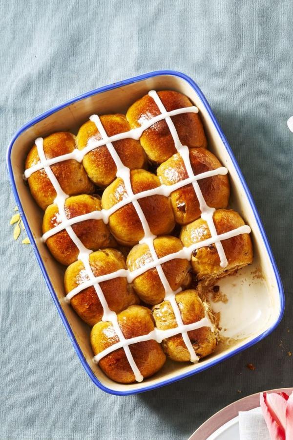 dessert de Pâques petits pains chauds