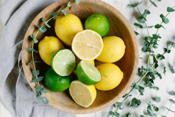 diy nettoyant multi-usage maison avec du jus de citron