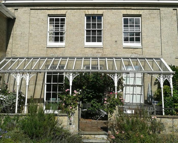 extension maison véranda vieille maison en briques grises